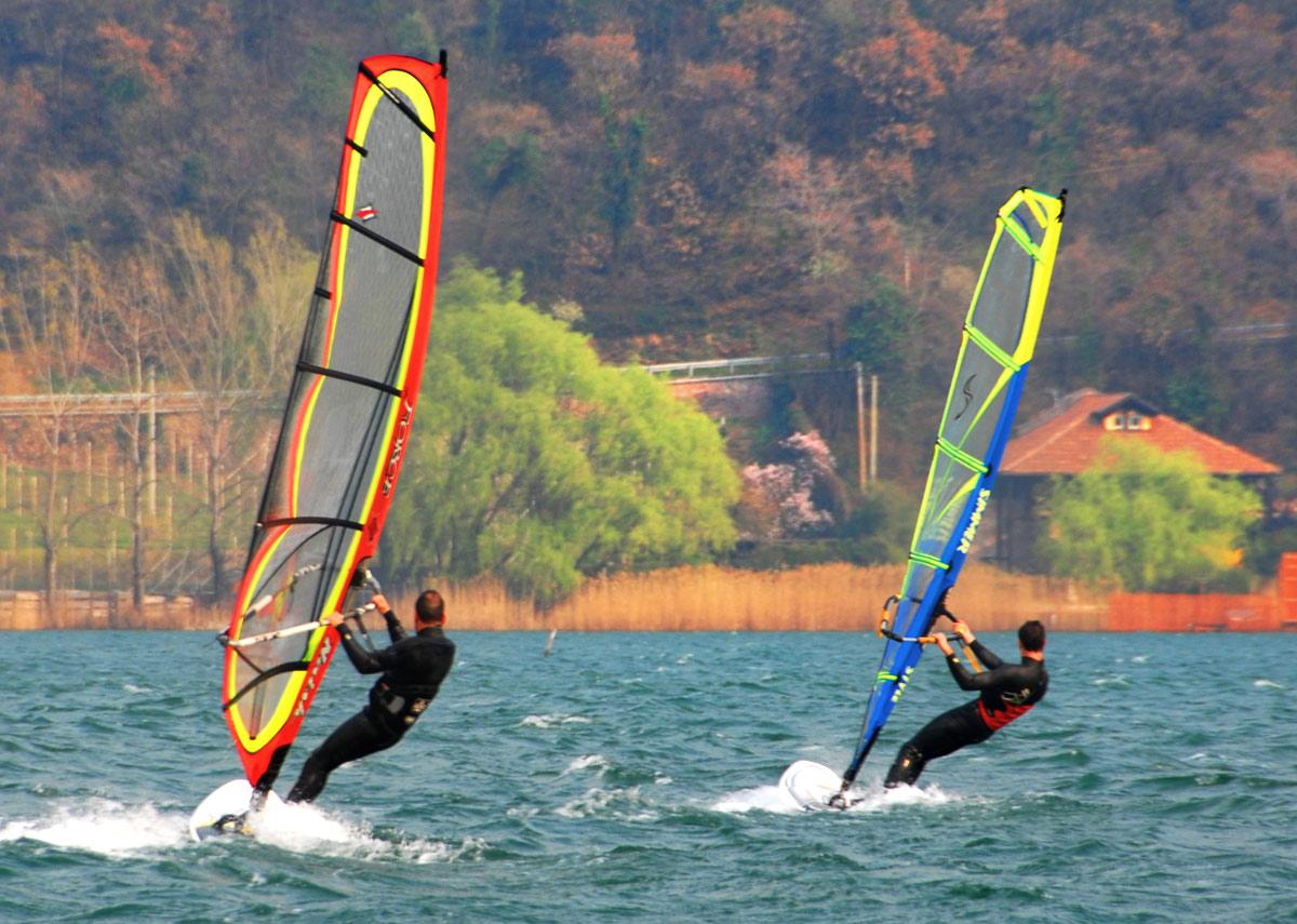 Windsurfen und Segeln